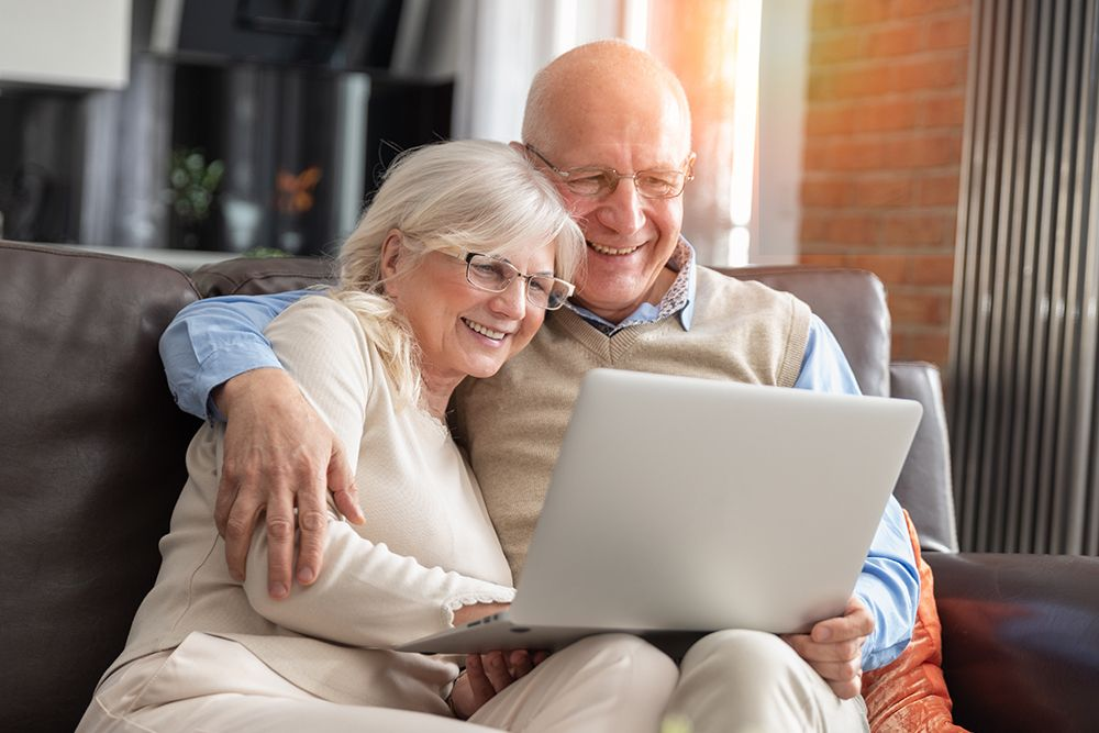 Couple checking the reviews online