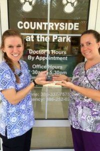 vet techs at Countryside Animal Clinic