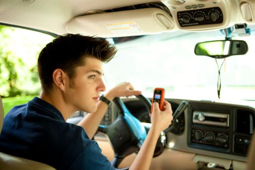 car accident attorney Orlando encourages teens to put down their phone when driving.