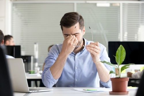 Symptoms and Causes of Dry Eyes