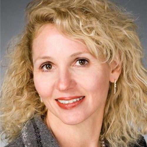 Dr Cynthia