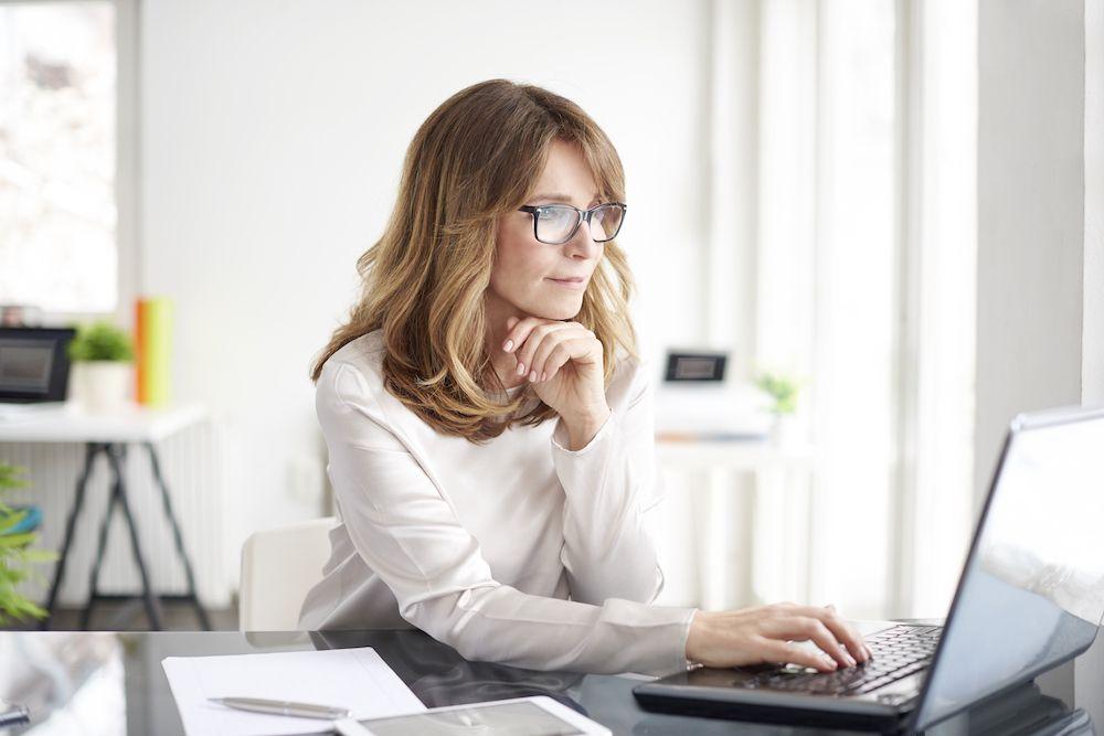 5 Reasons to Wear Blue Light Glasses