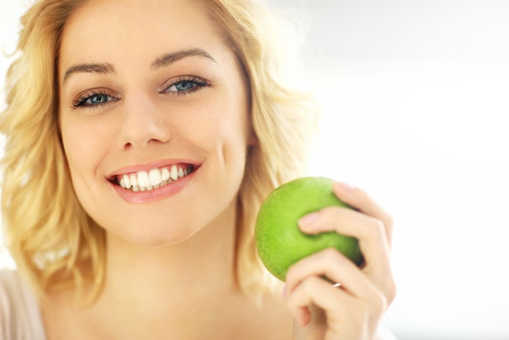 Smiling lady with apple