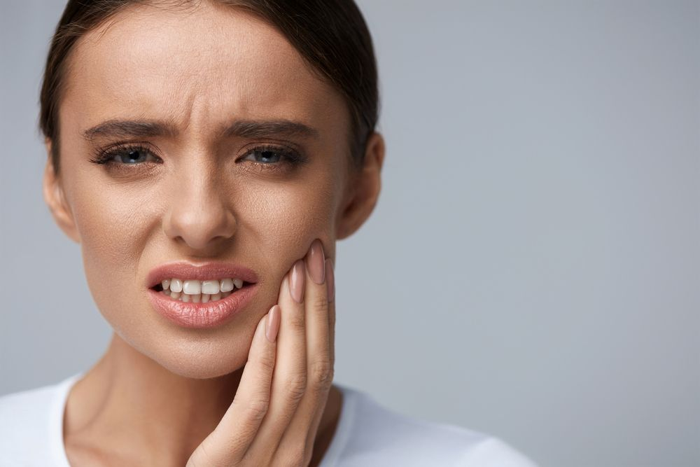lady with tooth pain