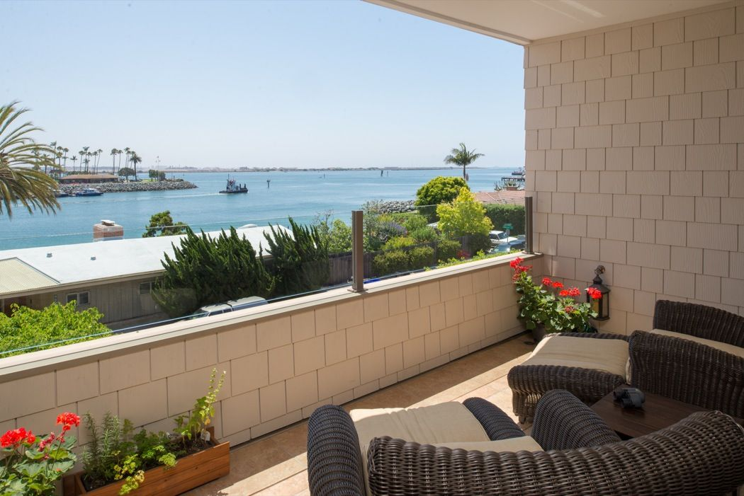 La Playa ~ Point Loma ~ Single-Level VIEW Condo That Lives Like A House: Open Sunday 1-4