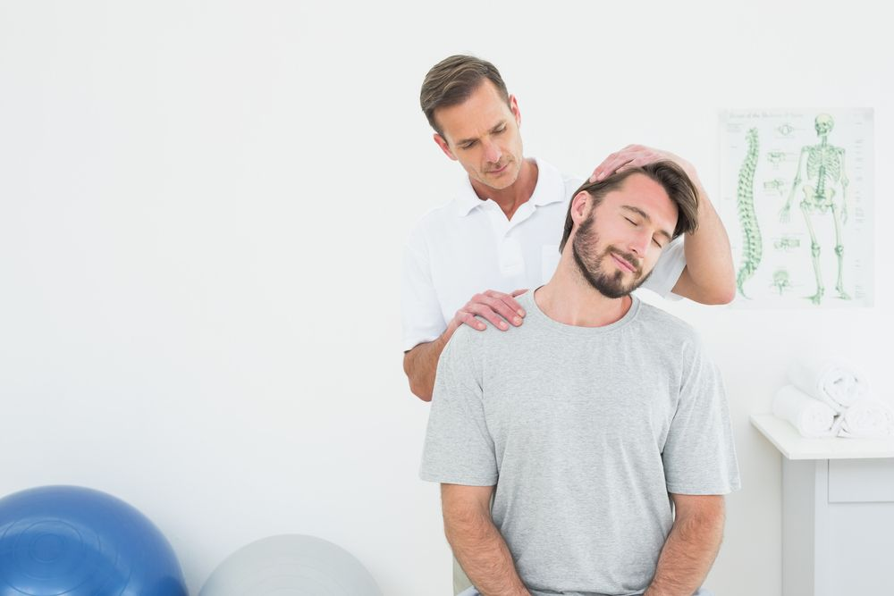 chiropractor performing alignment