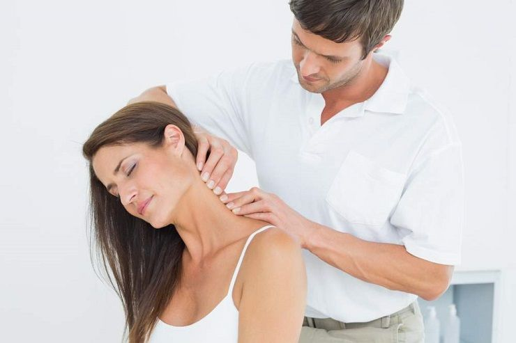the Charleston chiropractor treats neck pain and headaches