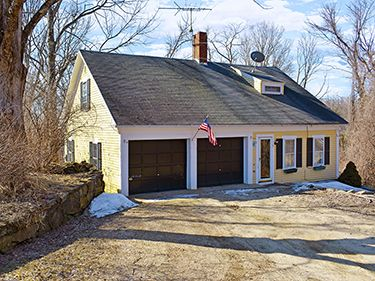 5 West St - Petersham, MA 01366