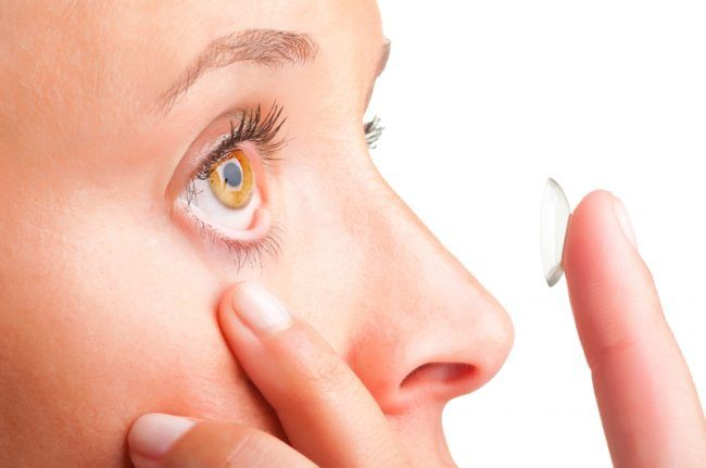 Putting in Contacts When Your Eyes Are Small