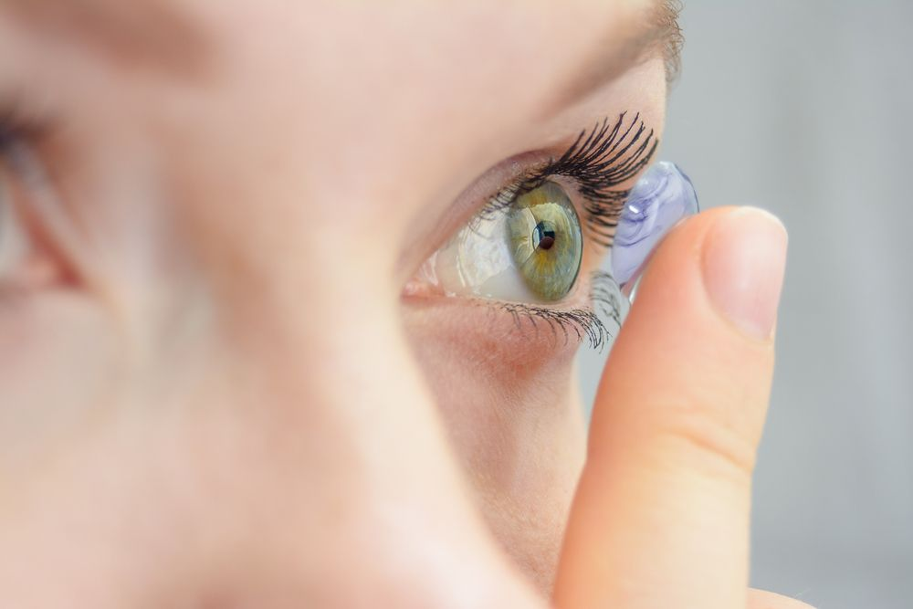 How to Properly Clean Contact Lenses