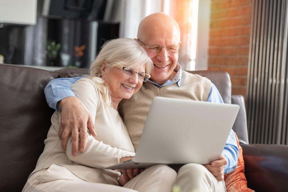 macular degeneration and elder people