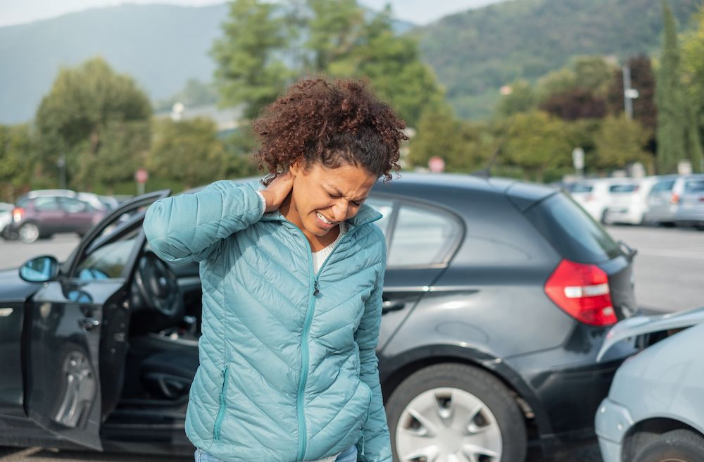 Benefits of an Auto Accident Chiropractor Vs. a Physical Therapist